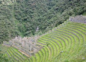 Discover Wiñayhuayna at the first day of the Short Inca Trail
